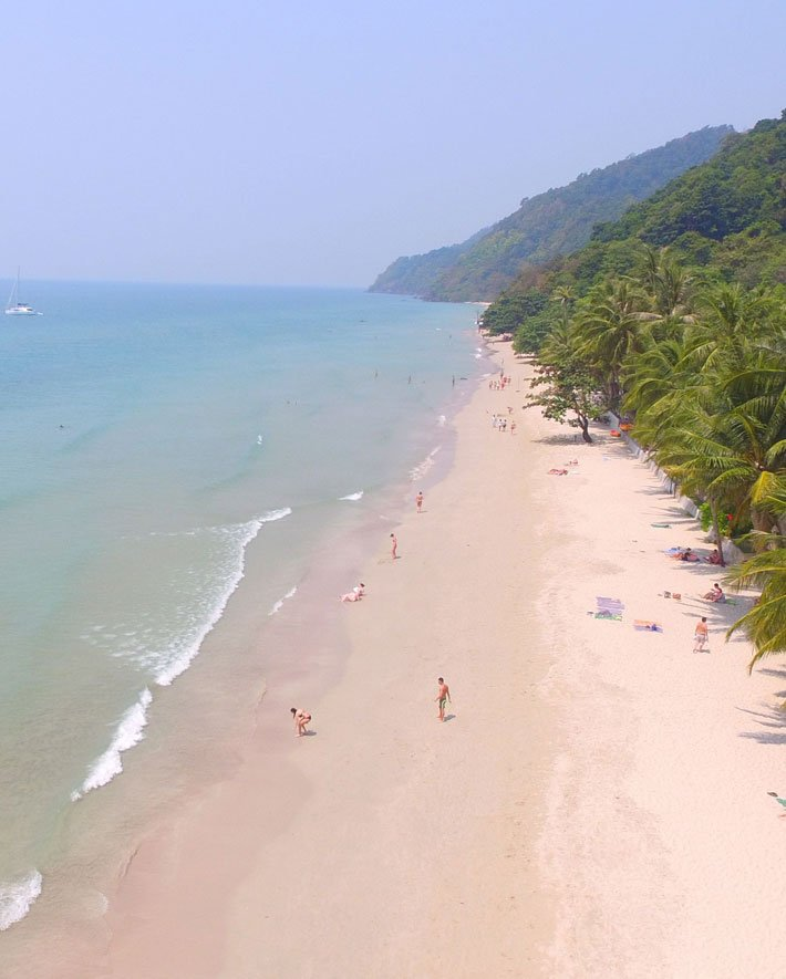 WHITE-SAND-BEACH-siam-royal-view-koh-chang-luxury-hotels-and-villas