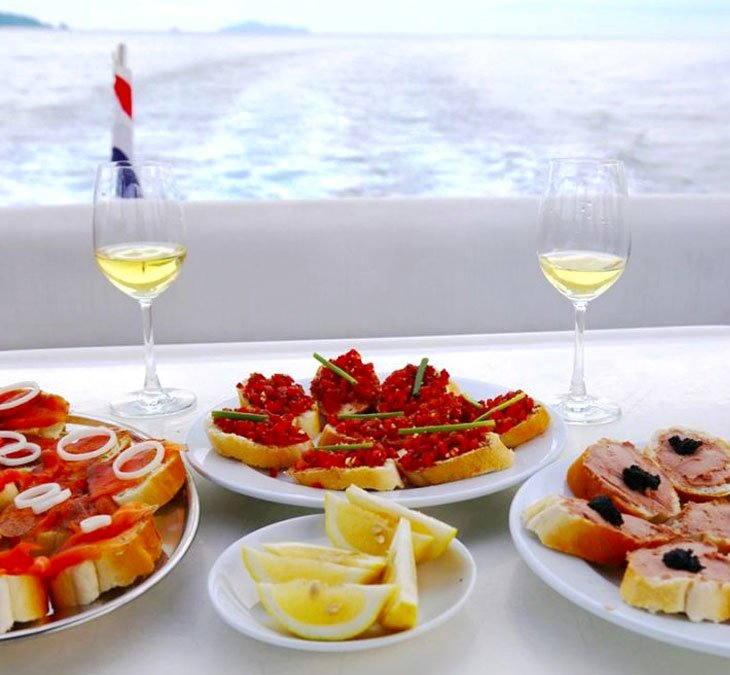 YACHT CATERING Siam Royal View Yacht Marina